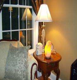 Bừng sáng không gian sống của bạn với đèn đá muối Lovestone