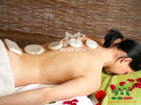 Tại sao đá lạnh massage lại được xem là « bí kíp » để spa thu hút và nuông chiều khách hàng